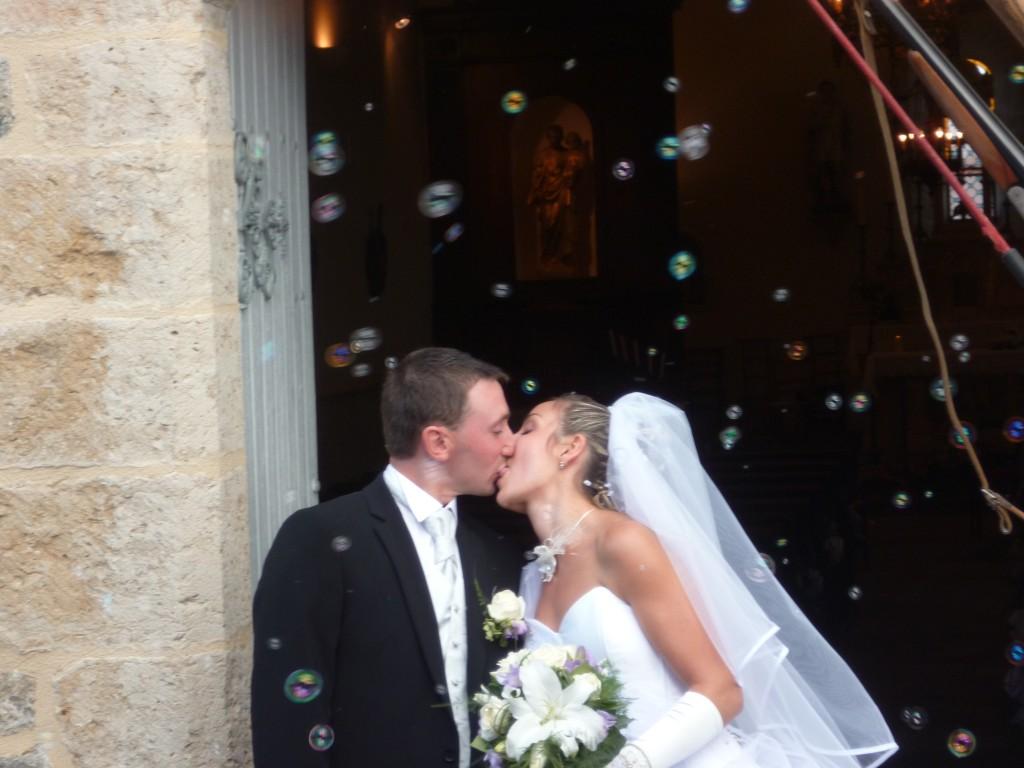 Machine à bulles sortie d'église