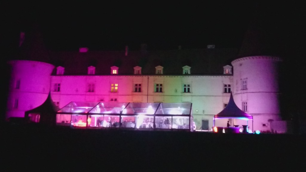 Prestation de mariage (location chapiteau,Mobiliers, Eclairages, DJ,feux d'artifices et structures gonflables By MLA Dijon)